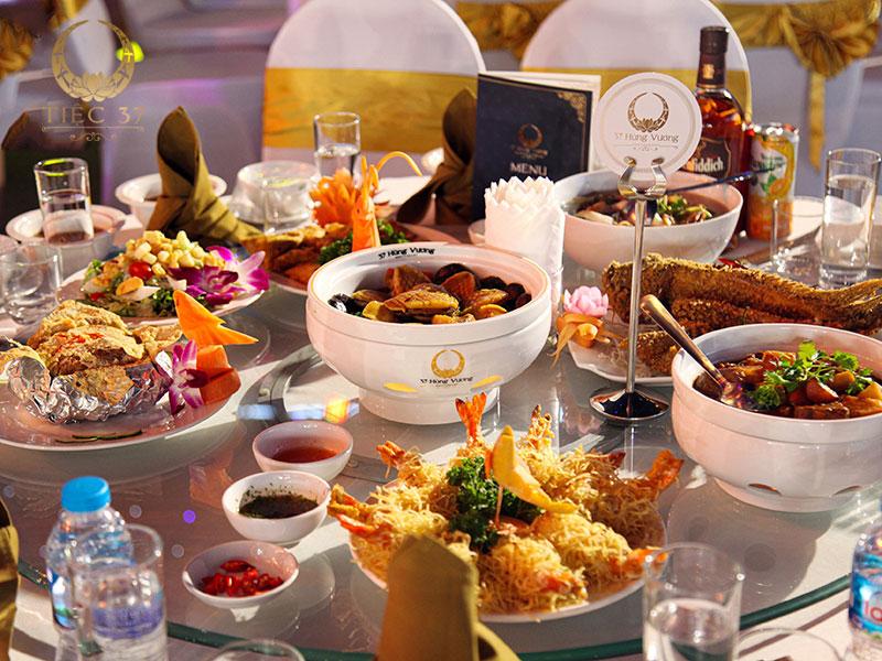 Tỉ mỉ trong từng món ăn phục vụ tiệc