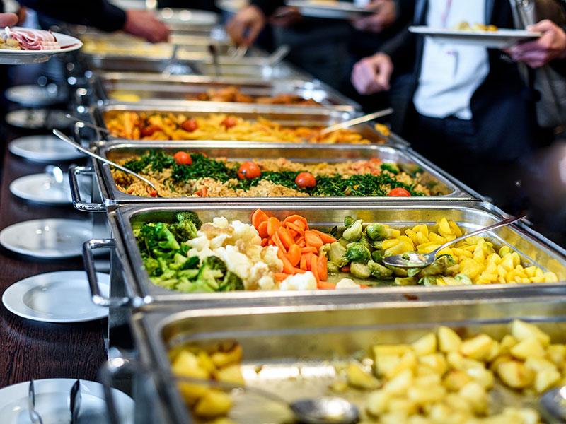 Tiệc buffet tại nhà hàng luôn là lựa chọn tối ưu